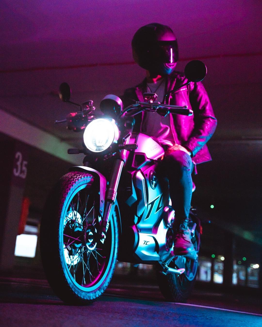 Super Soco TC Max lifestyle image