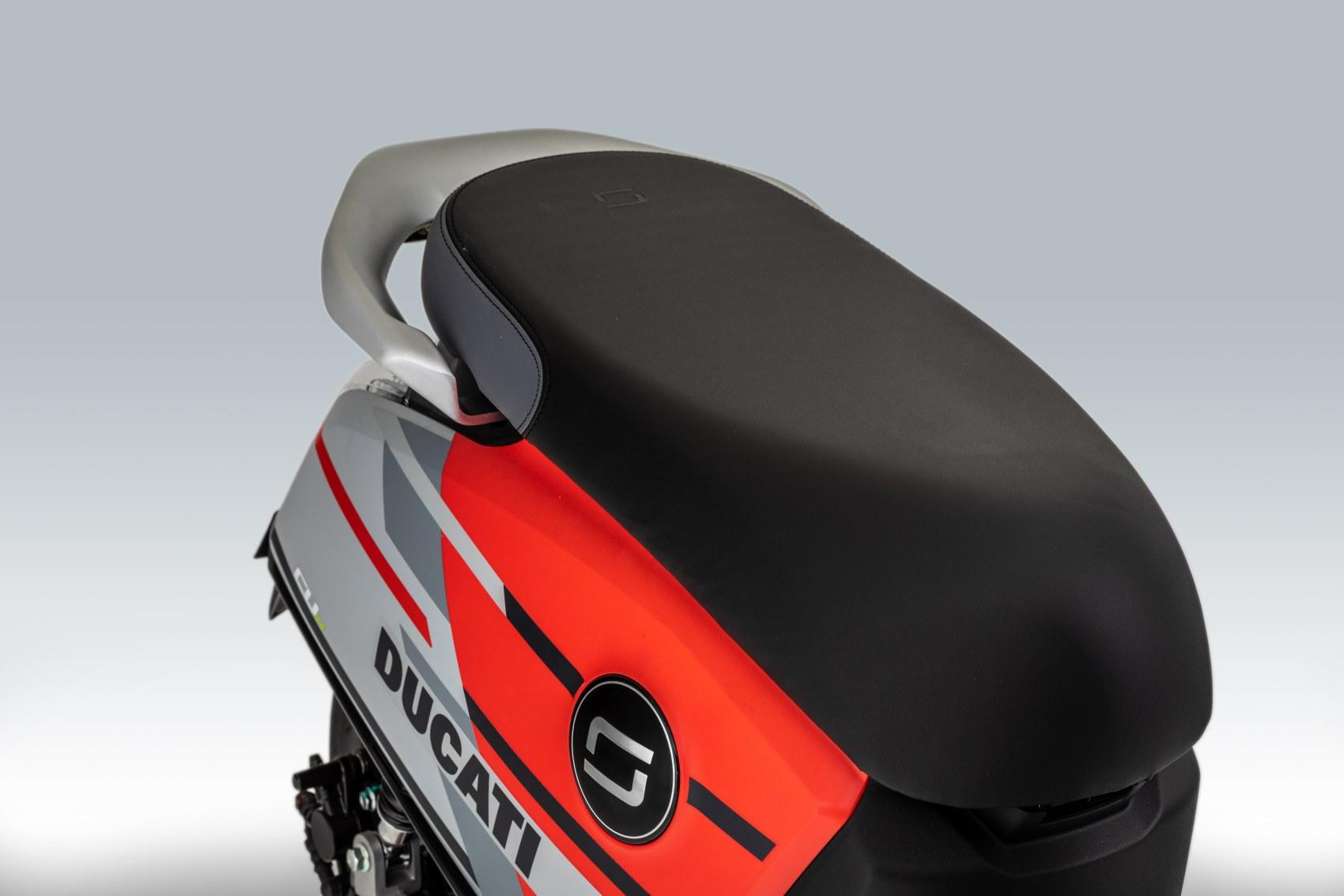 Super Soco CUx electric scooter seat