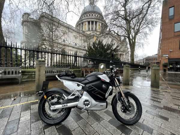 Super Soco TC Max – Visordown – Riding on the streets of London