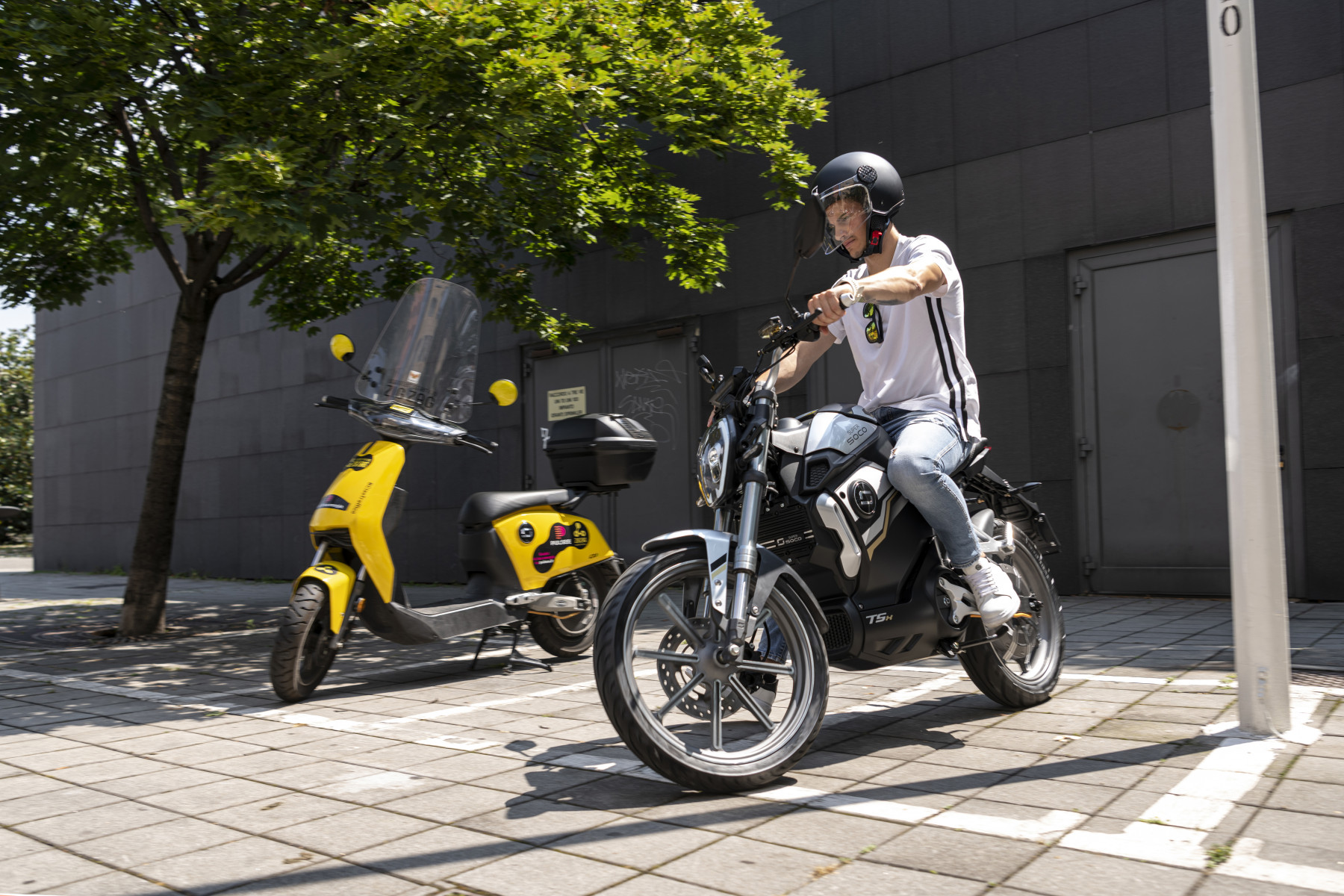 Super Soco TSx and CUx electric motorcycle cutout image